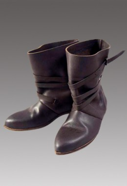 15th Century Men's shoes with 1 Buckle and Straps